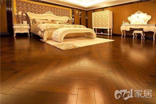 为什么有人将铺地板单独的一项交给地板专营店来做?全包工程师有说法