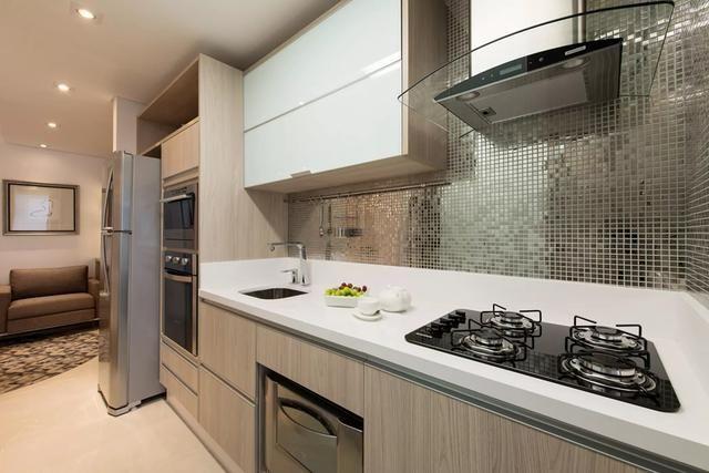 干净清爽的一字型厨房  没有多余的装饰更耐看