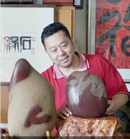 石头上党徽自天成 湖南奇石馆进军营传非遗文化