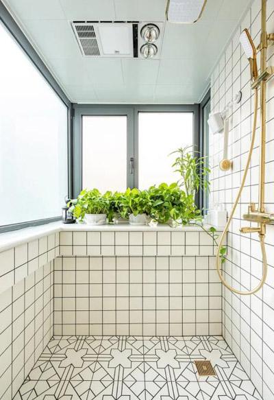 浴室竟然装到了阳台上 奇葩装修开设计之先河
