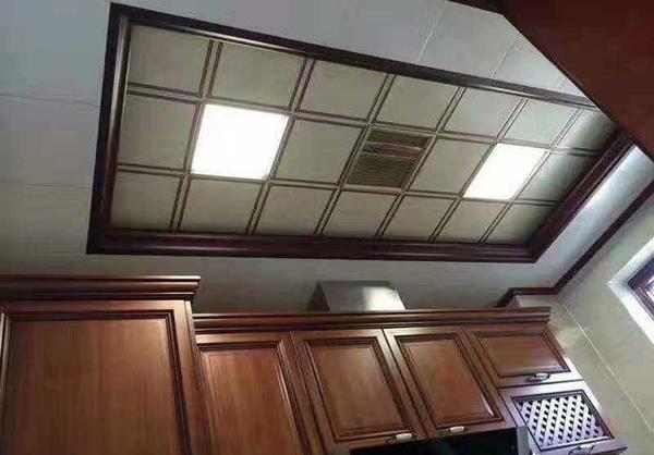 厨房橱柜吊柜上方与吊顶之间留有的缝隙该怎?#31383;?